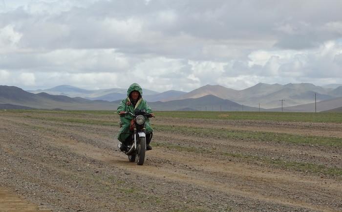 мотоциклист в степях